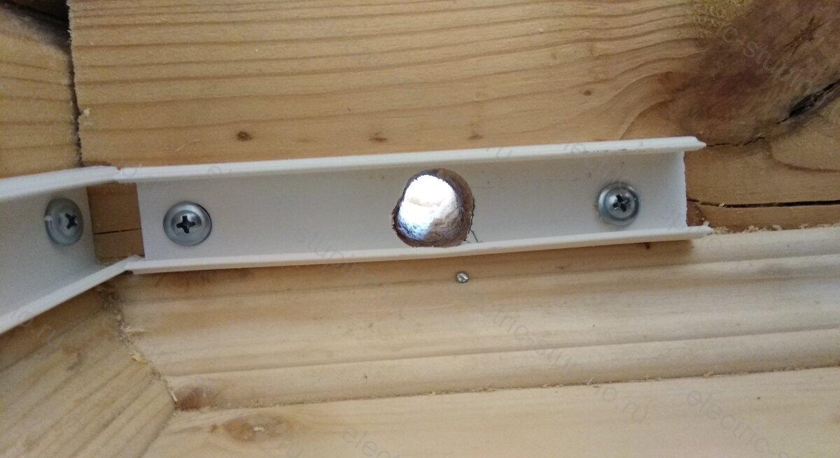 Сквозное отверстие в стене для электропроводки