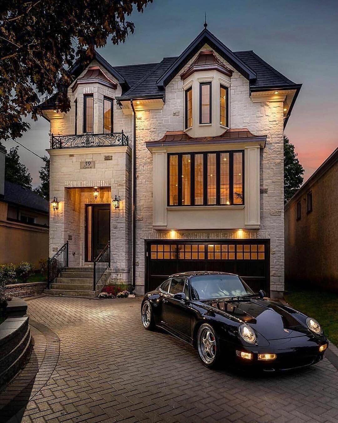 только картинки дорогих машин и квартир даже металле