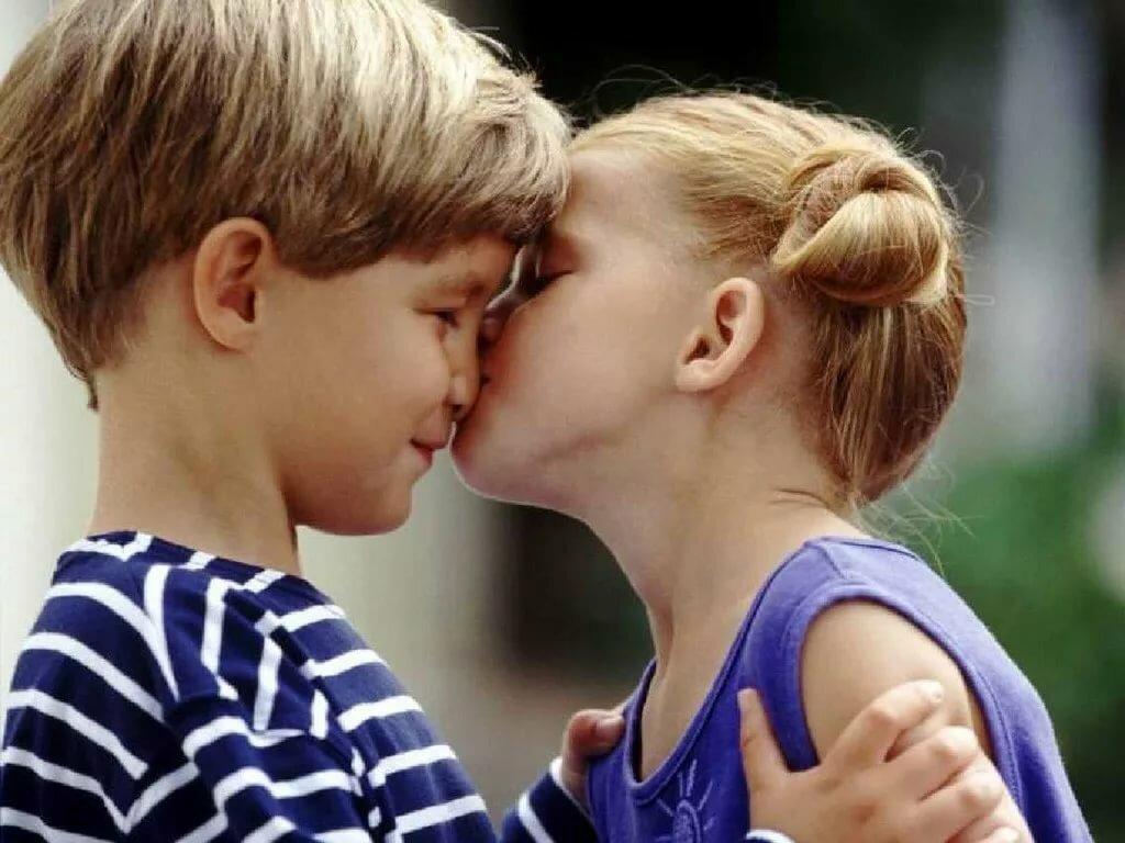 Картинки девочка целует мальчика в носик, преображенская