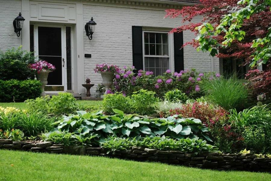 Цветник в загородном доме фото