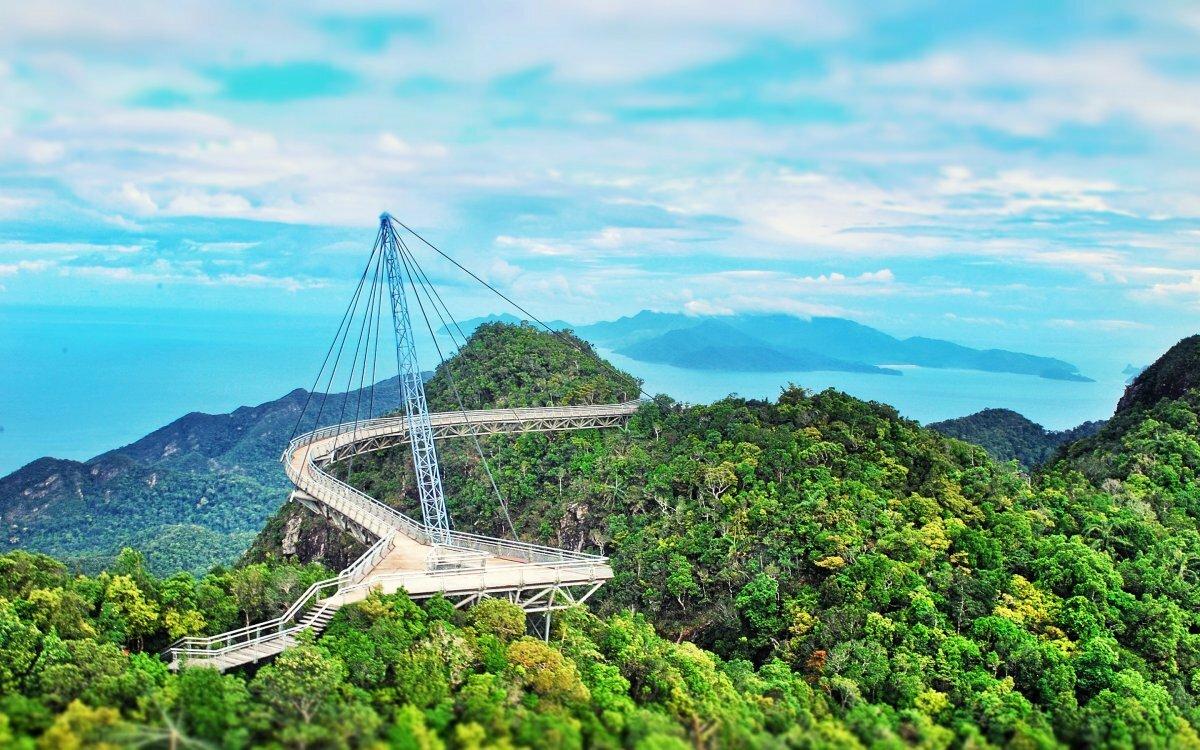 оценить небесный мост на лангкави фото маршалкина вину признает