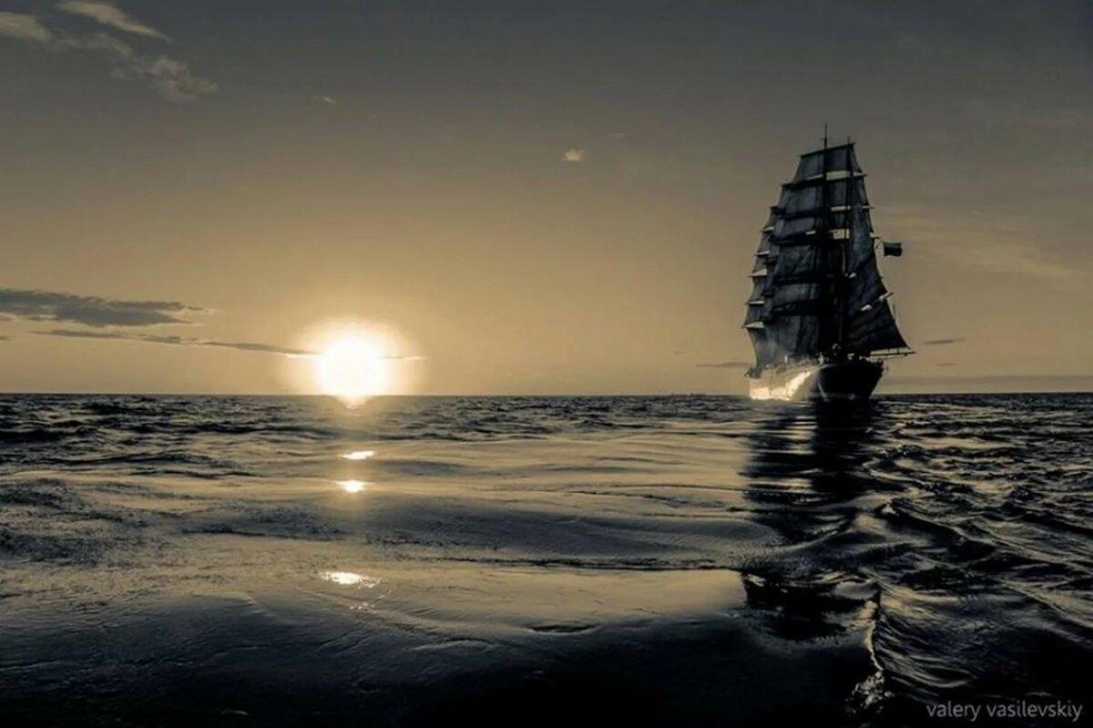 корабль в ночном море картинки желающие скрыть худощавость