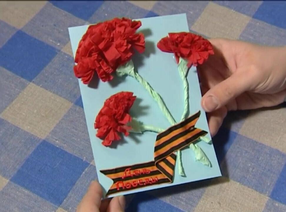 Гвоздика объемная из бумаги на открытку