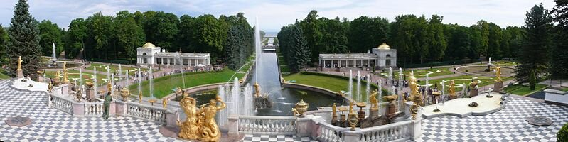 15 августа 1723 года состоялось торжественное открытие летней резиденции русских императоров — Петергофа