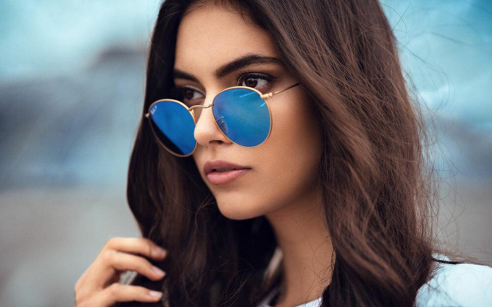 Днем, картинки девушки в очках от солнца