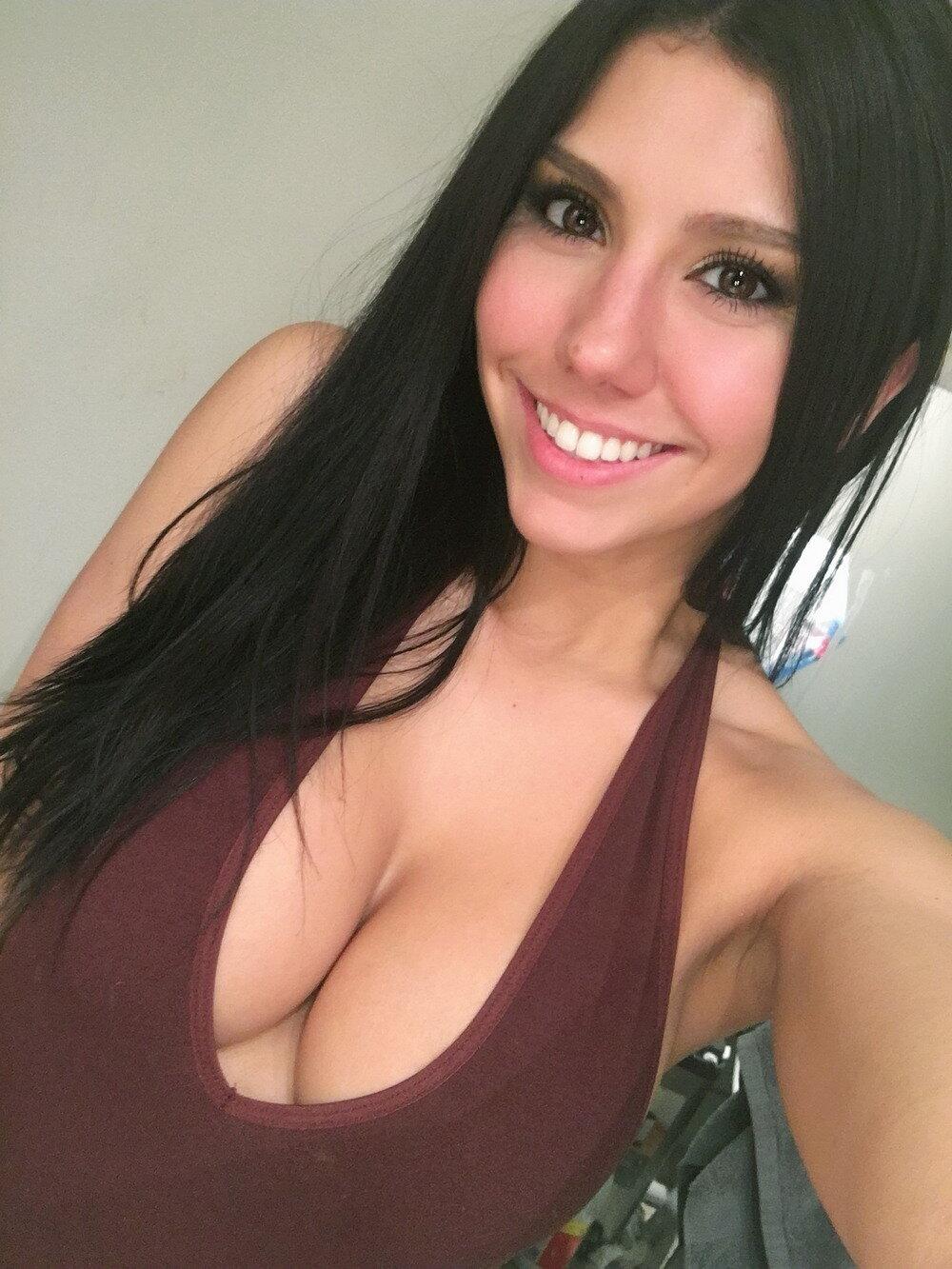 выводят себя девушка болтает грудью них общие все
