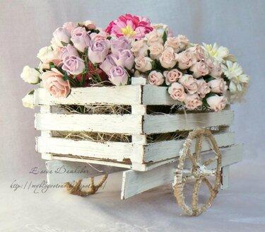 поделка тележка с цветами