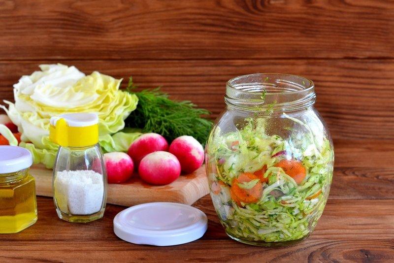 Картинки по запросу Салат из маринованных овощей на скорую руку