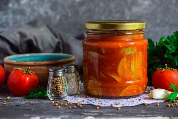 лечо с томатной пастой с чесноком