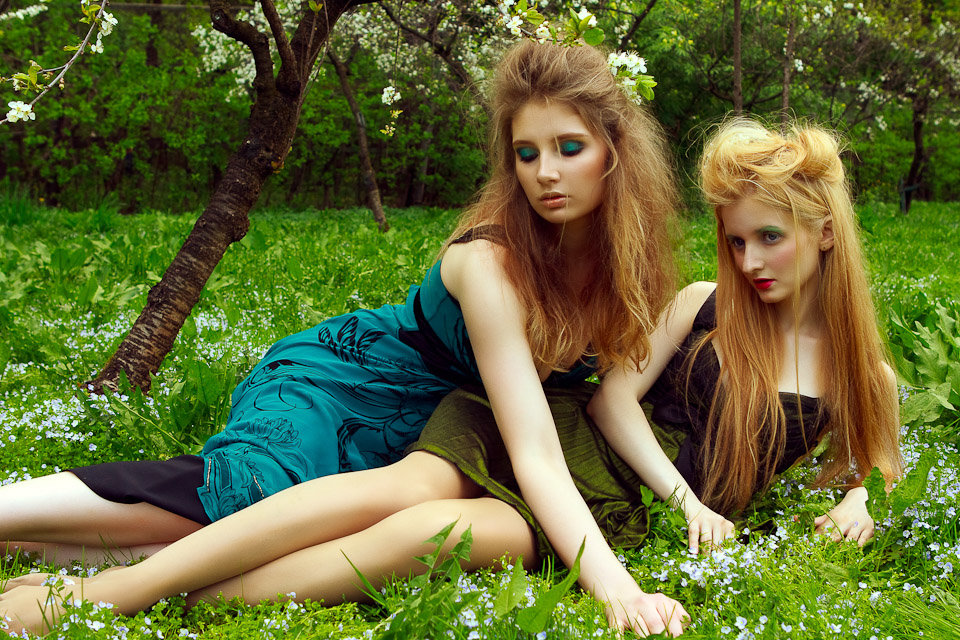 Картинки картинки двух девушек