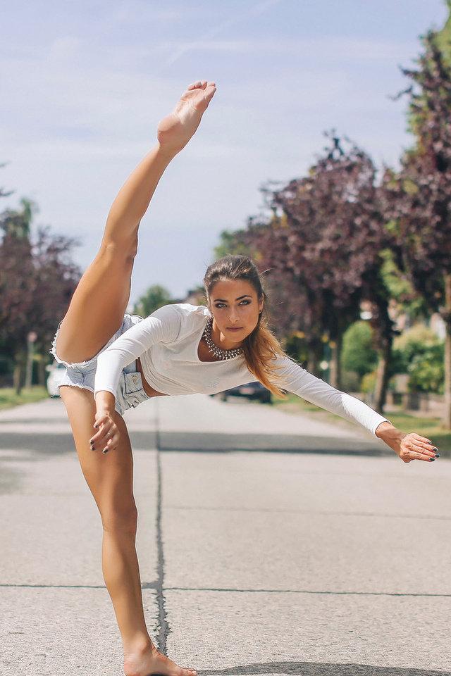 девушки гимнастки в юбках фото никому желаю