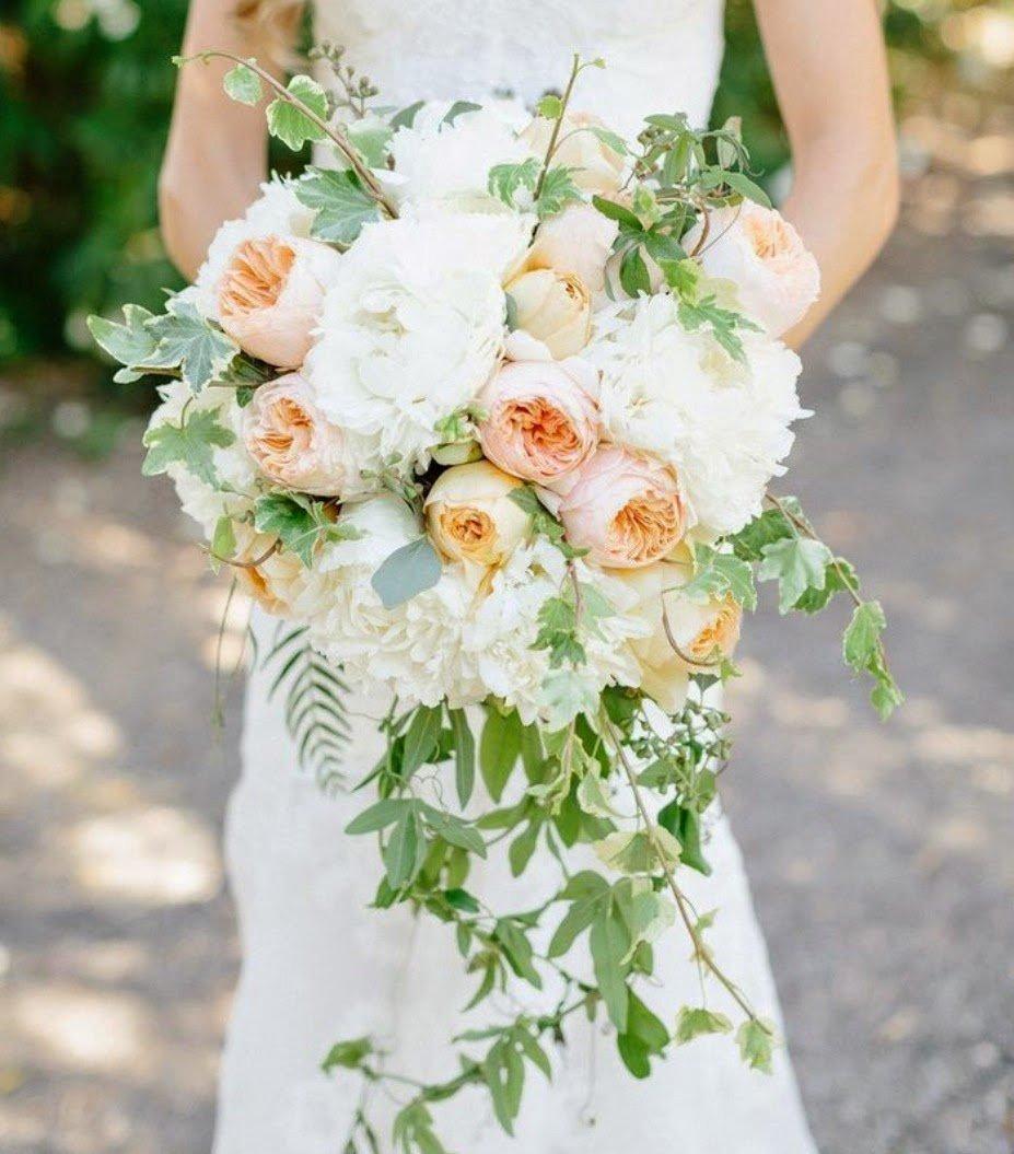 Букет калл, каскадный свадебный букет невесты