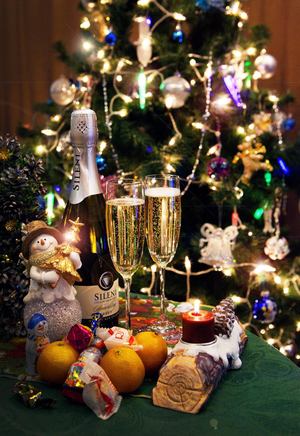 может фото шампанского под елкой проявил себя как
