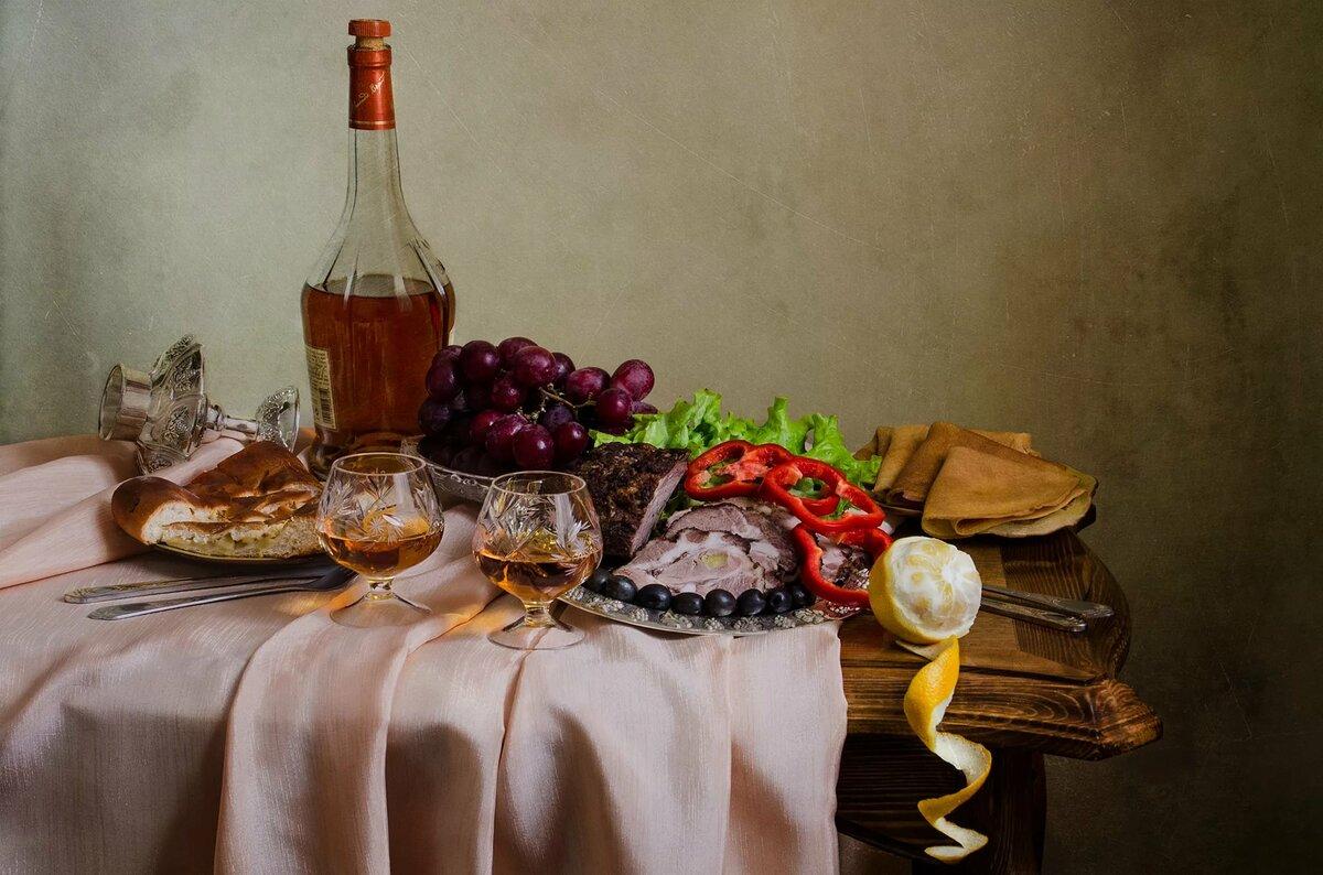 картинки накрытого стола с коньяком вечерний хуньчунь город