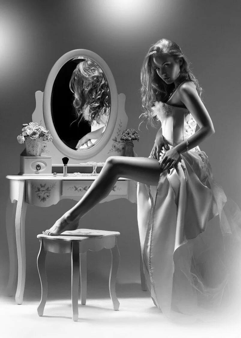 Картинка женщины с зеркалом