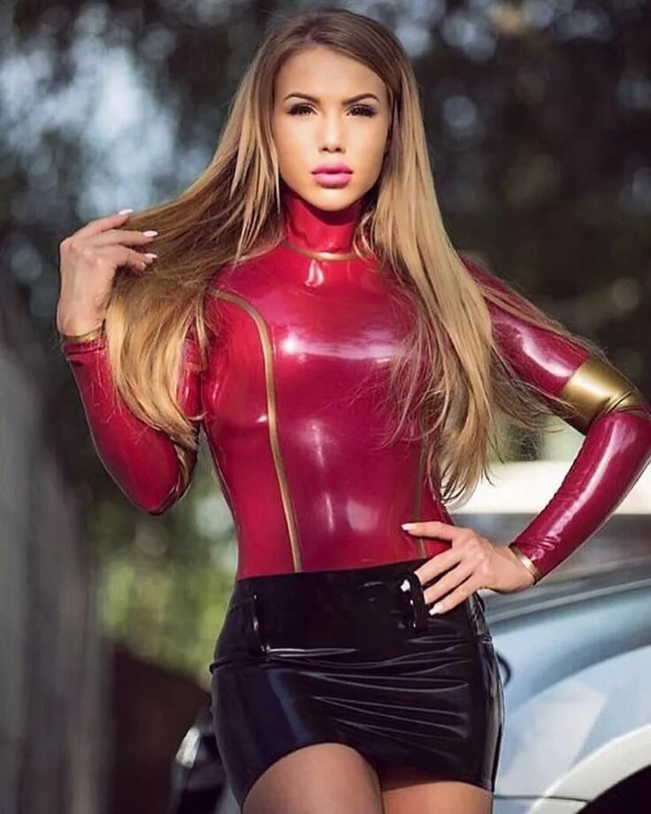 She Models Latex And Gloriuos Outfits For You 1