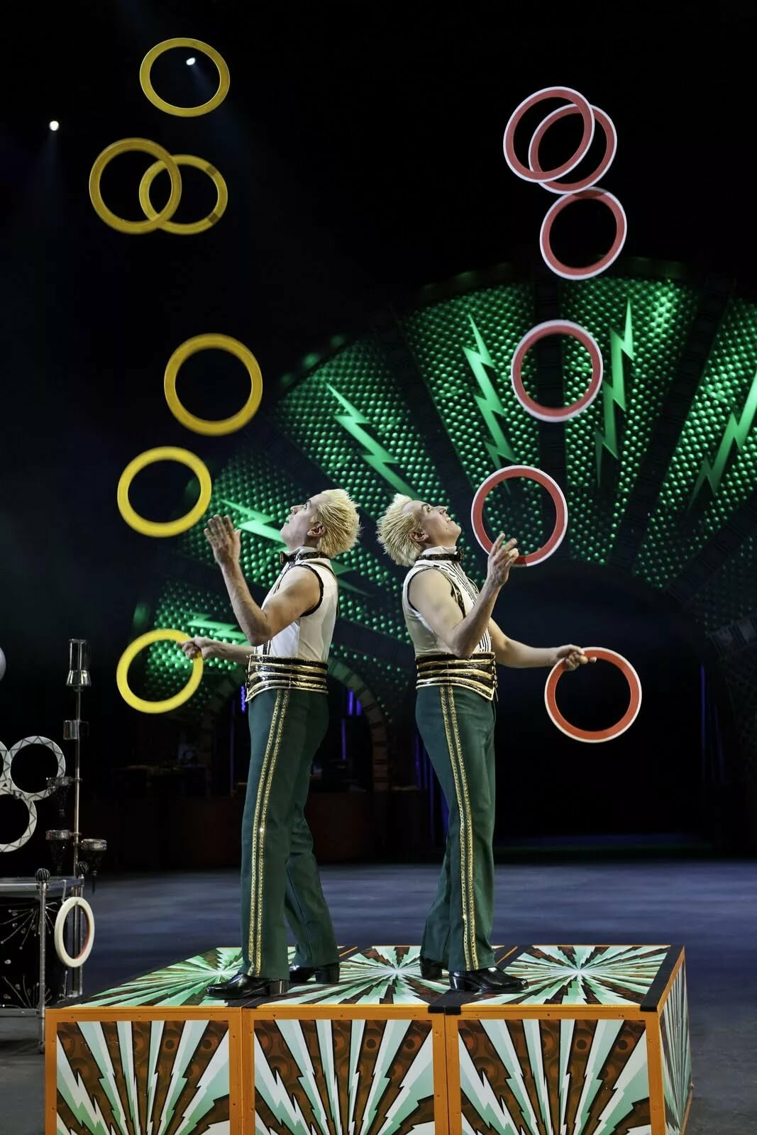 жонглер в цирке картинки