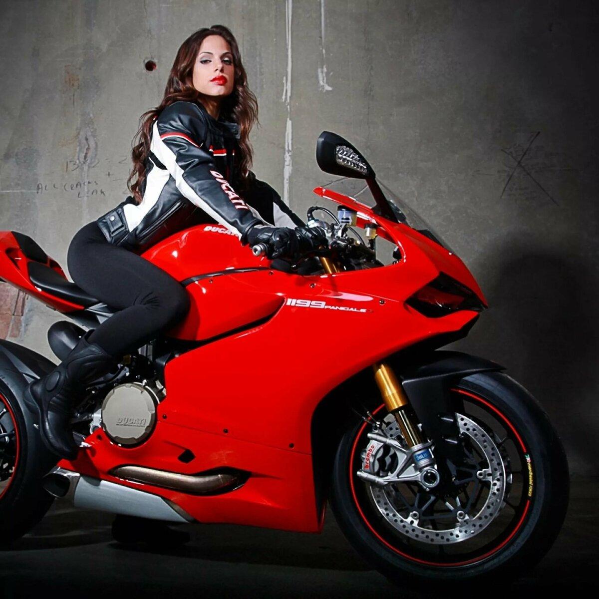 Картинка девочка на мотоцикле