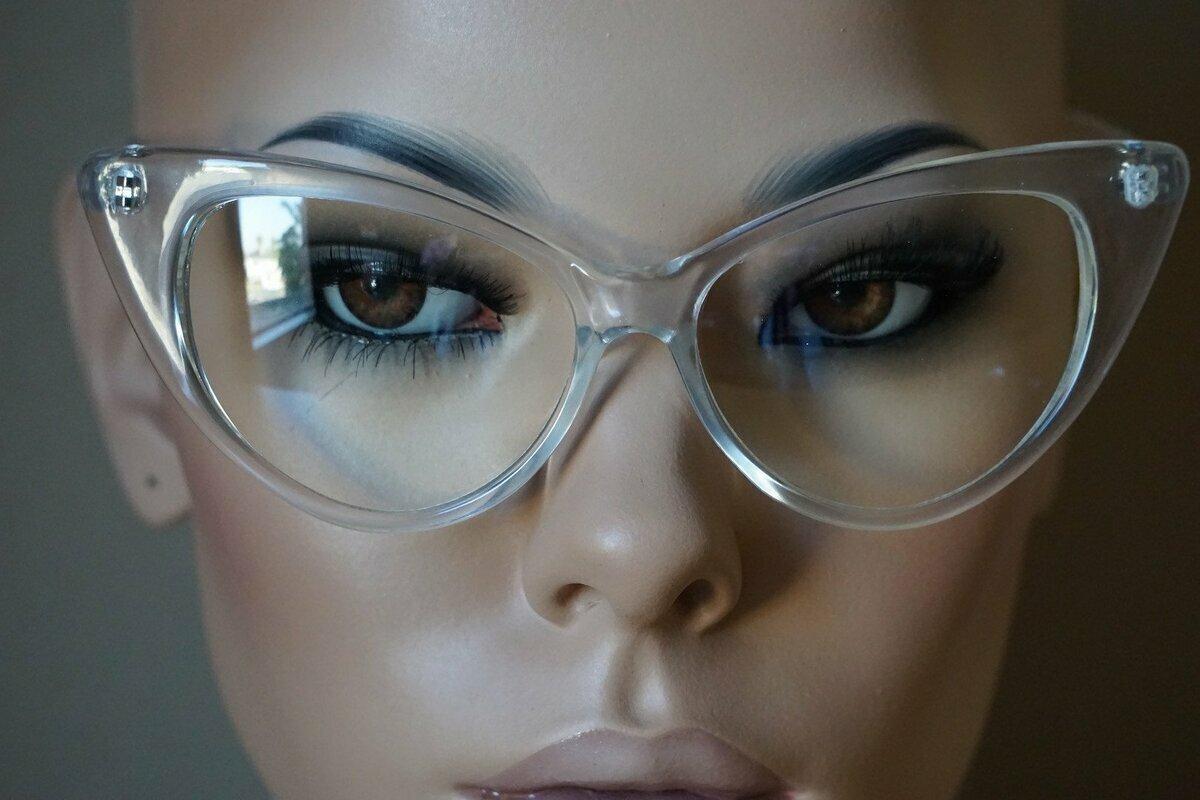 глаза за очками картинки отличие