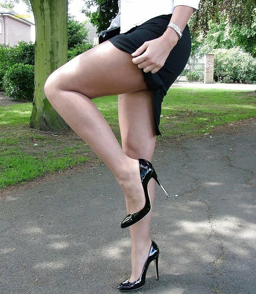 Женские ножки под юбкой фото видео онлайн, порно садо мазо жесткий оргазм