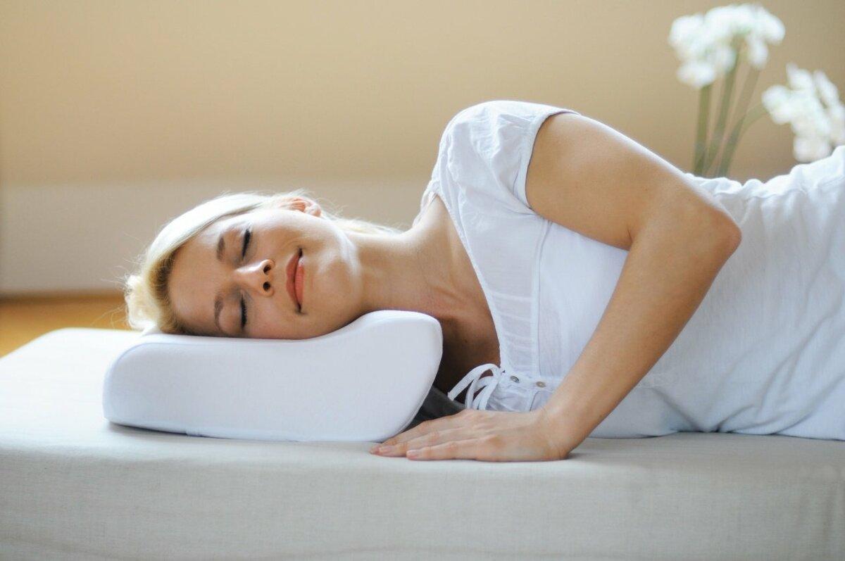 При шейном остеохондрозе лучше спать с подушкой или без фото