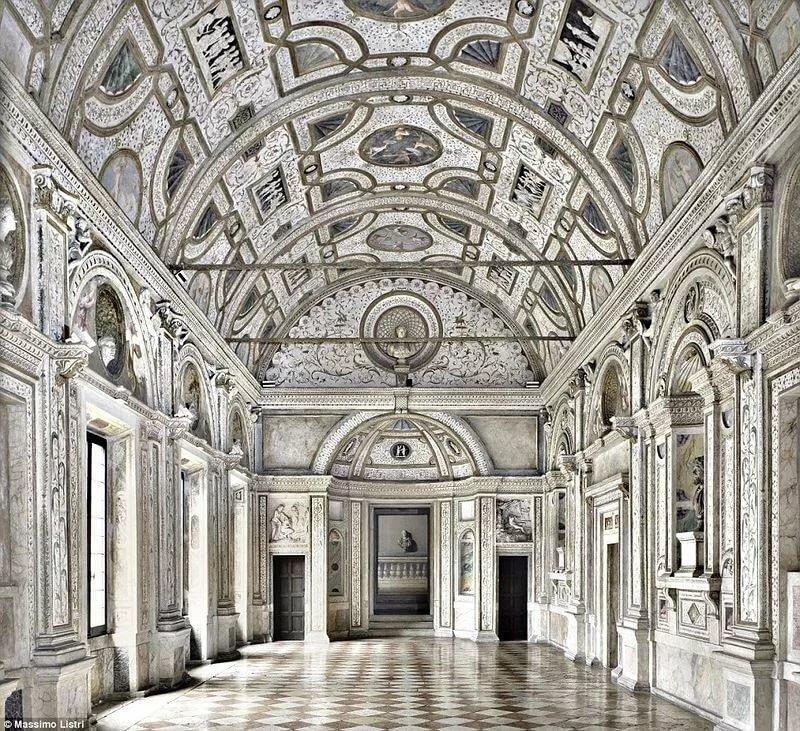 Королевские дворцы европы фото внутри