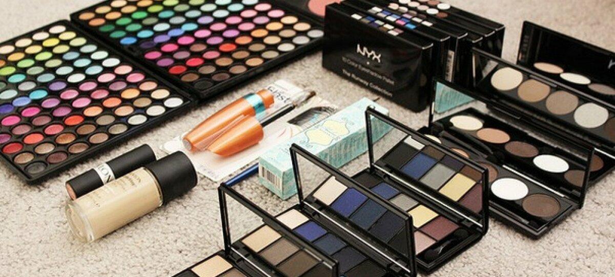 Набор косметики MAC для профессионального макияжа в Кургане