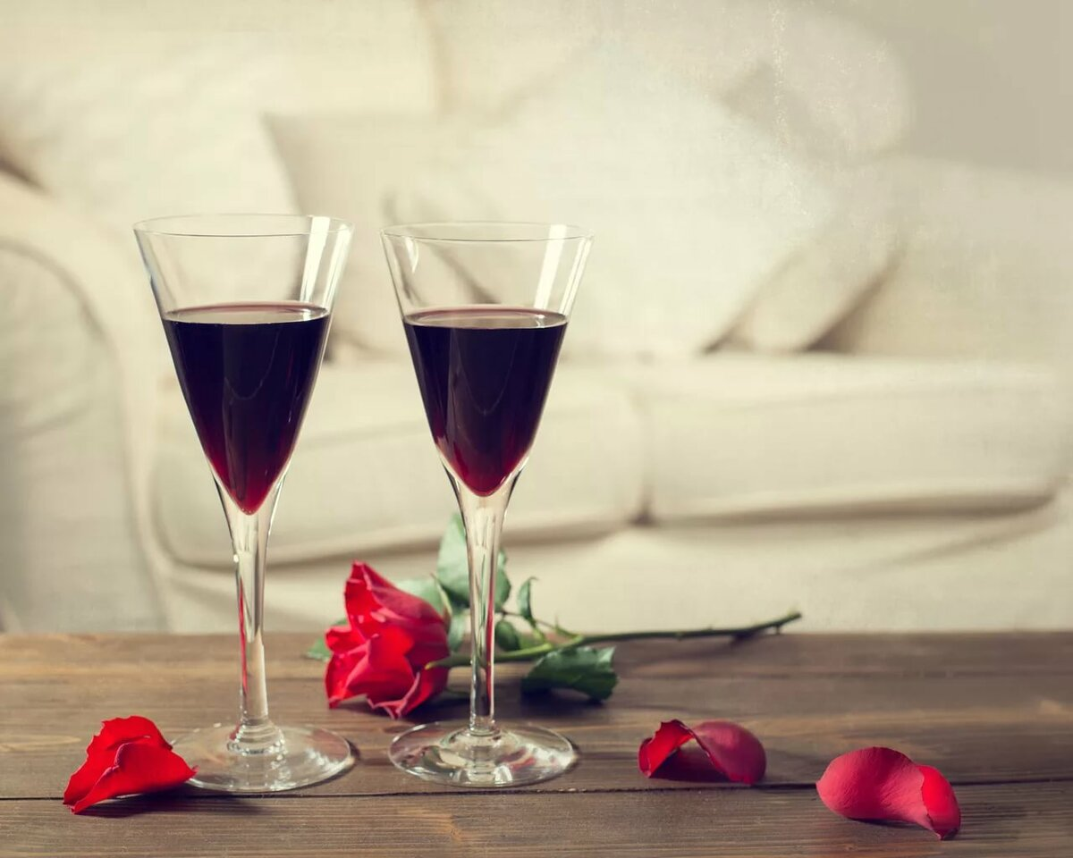 Картинки бокалы вино цветы