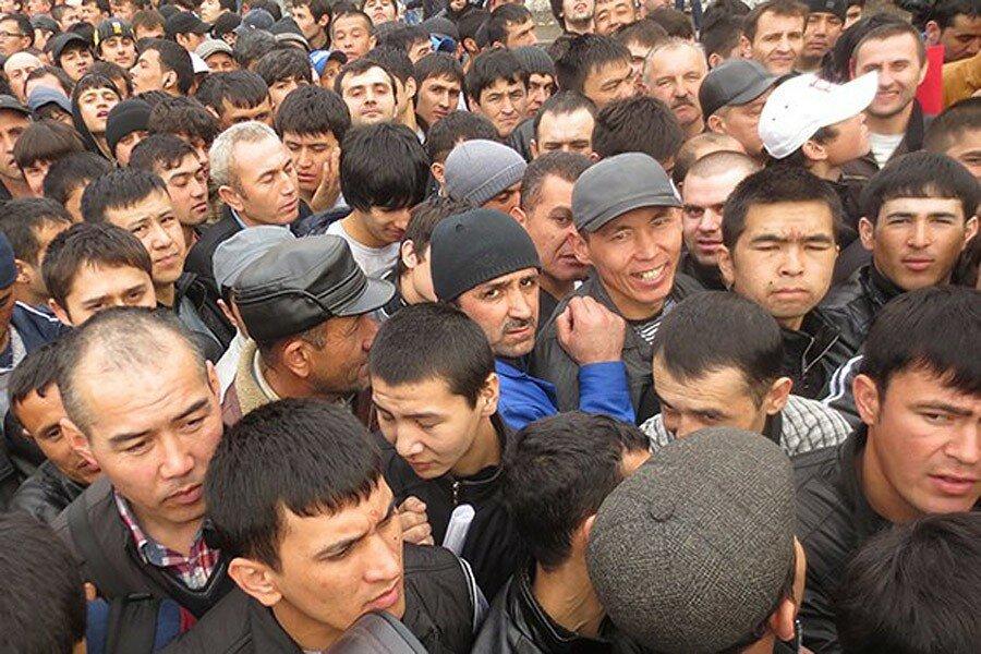 Узбекских мигрантов будут завозить в Россию чартерными поездами