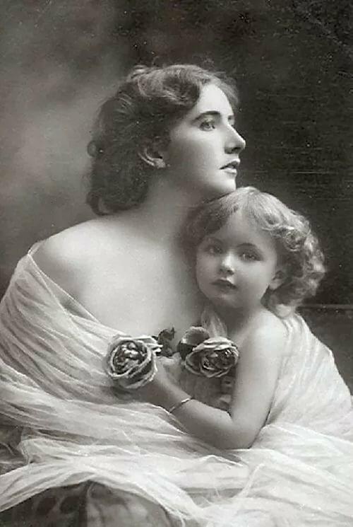 Днем рождения, фото открытки мама с младенцем
