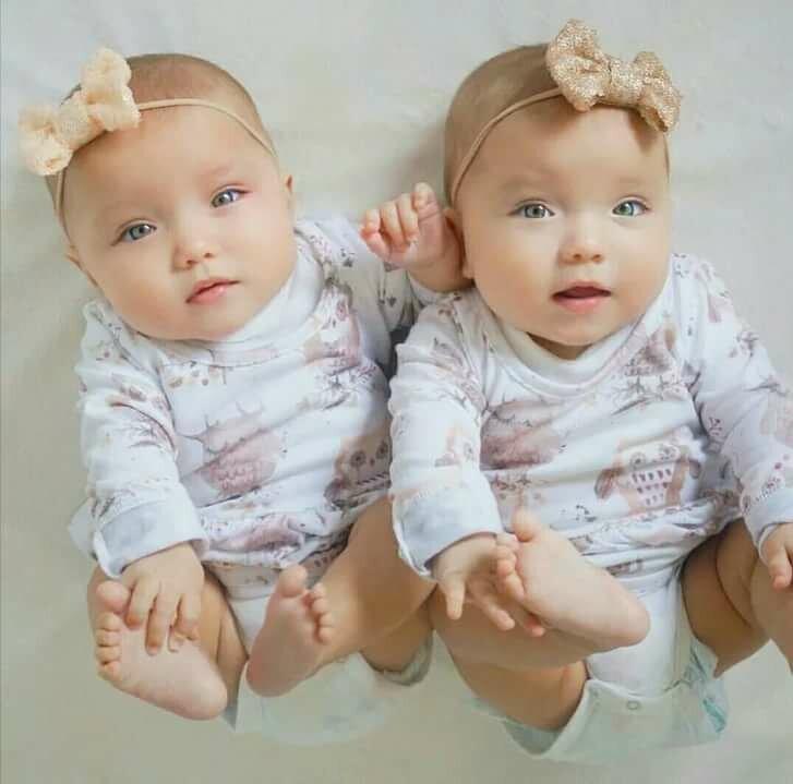 Картинка с близнецами мальчик и девочка