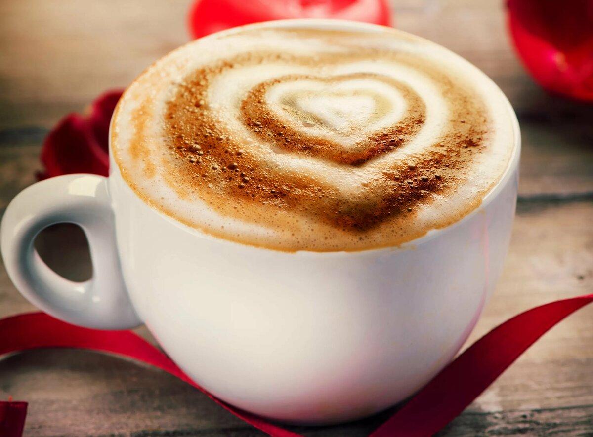 букет фото кофе в чашке с сердечком прикрыв обнаженную грудь