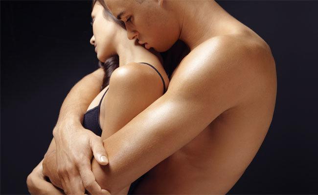 Как сделать девушке приятно целуя ее грудь #14