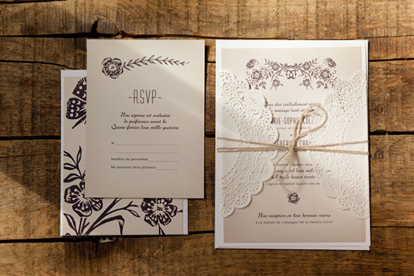 Самое простое и в то же время соответствующее тематике приглашение – в виде свитка, перевязанного бечевкой или кусочком мешковины.