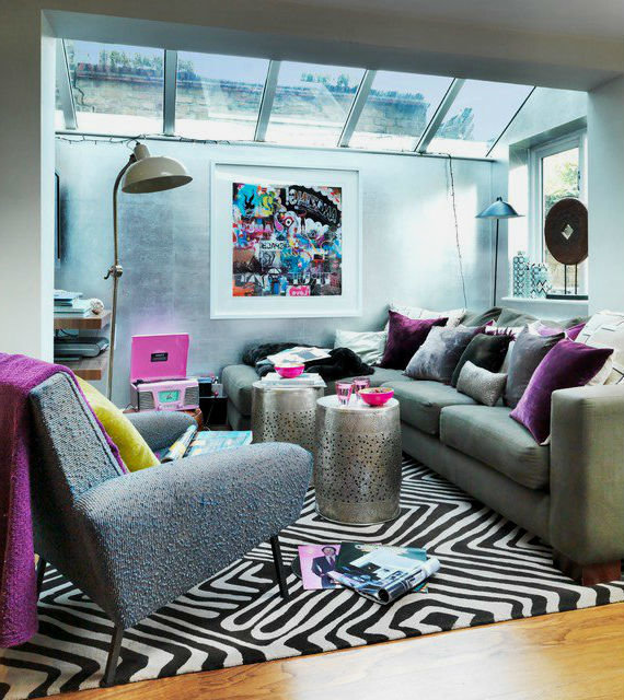 зебра в интерьере, на примерах обоев, штор, ковров и т.д.