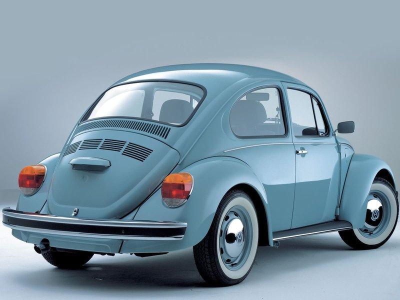 Ретро-автомобиль Volkswagen  Beetle  1985 - 2003, вид под углом