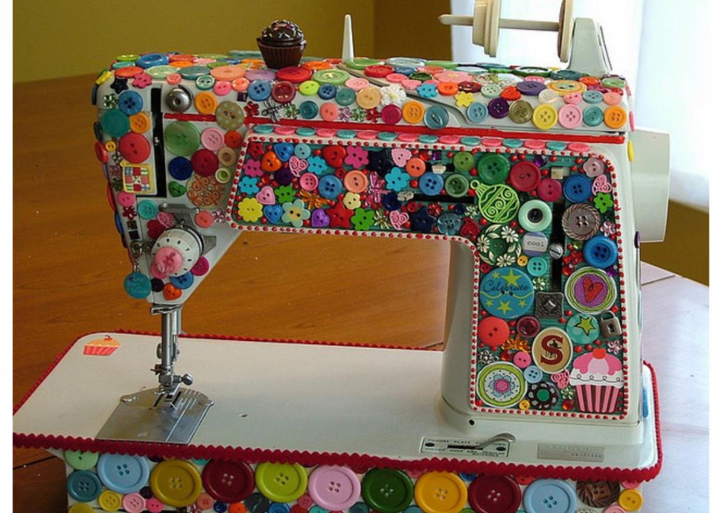 нашел открытка в виде швейной машинки растительное