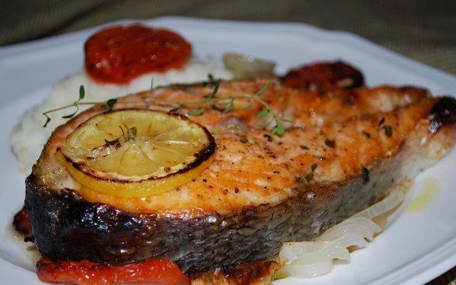 рецепт стейков красной рыбы в духовке