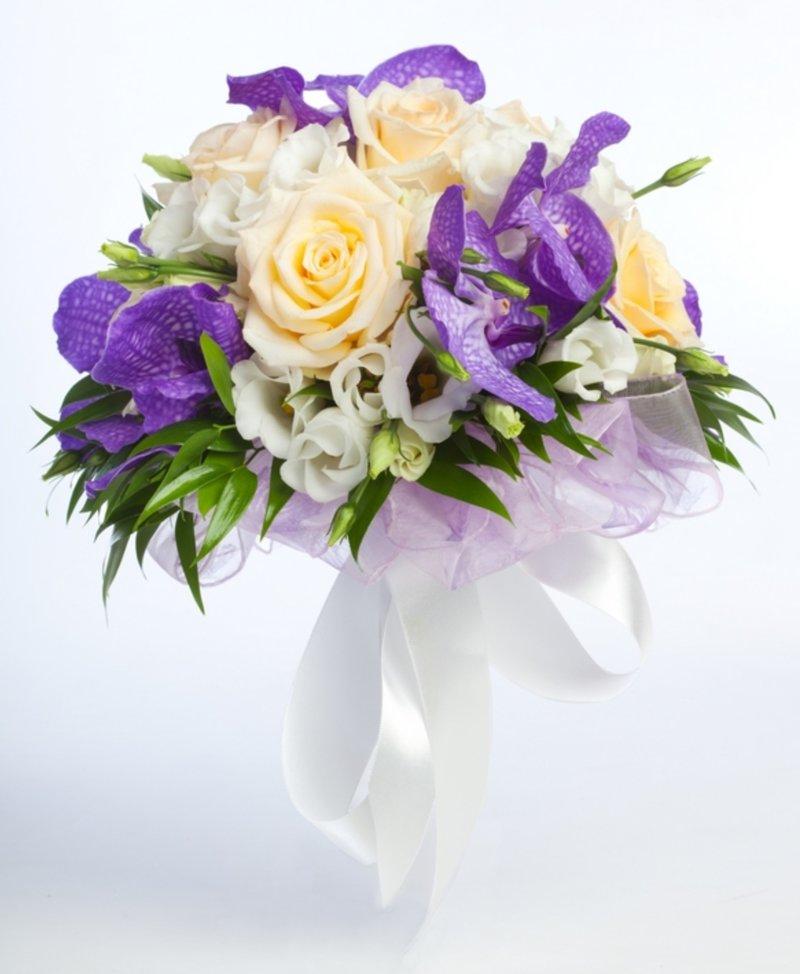 Букеты невесты в фиолетовых тонах