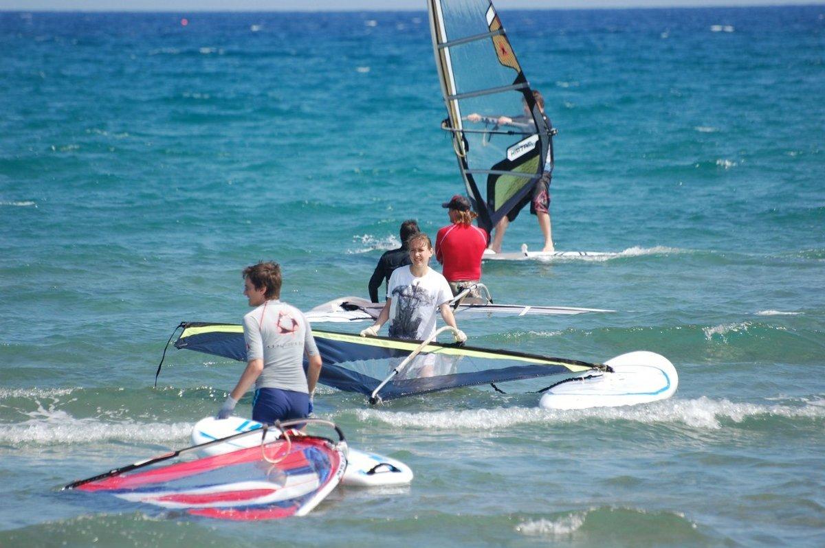 Виндсерферы на Кипре готовятся к заплыву