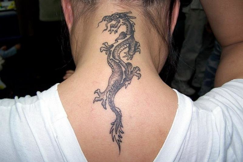 Тату дракон на шее девушке картинки