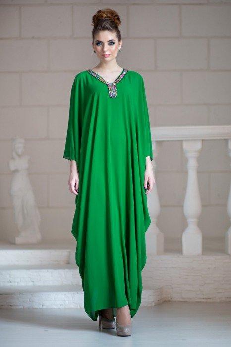 Платье с бусинами на груди
