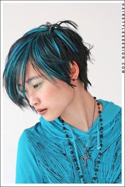 Черные волосы с синими прядями