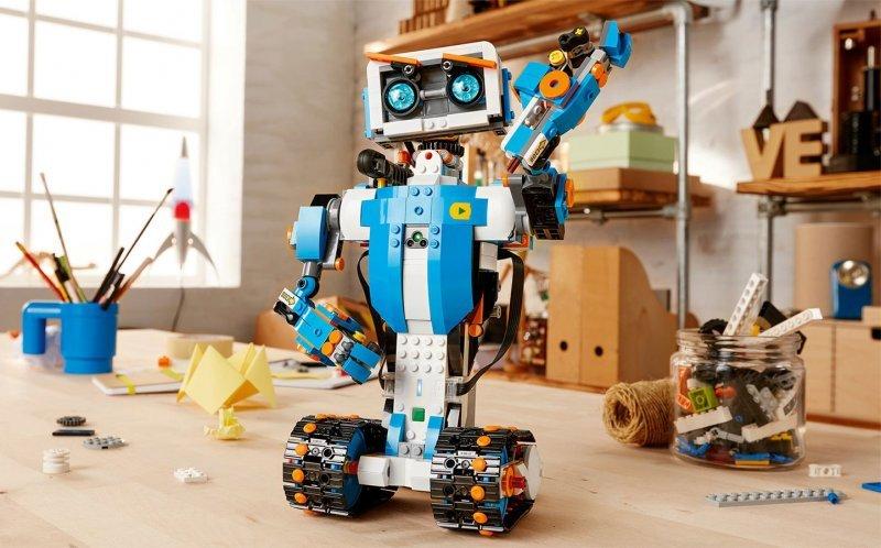 За программируемыми игрушками будущее, и для всех в этом сомневающихся Lego припасла на CES новую линейку конструкторов под названием Boost.