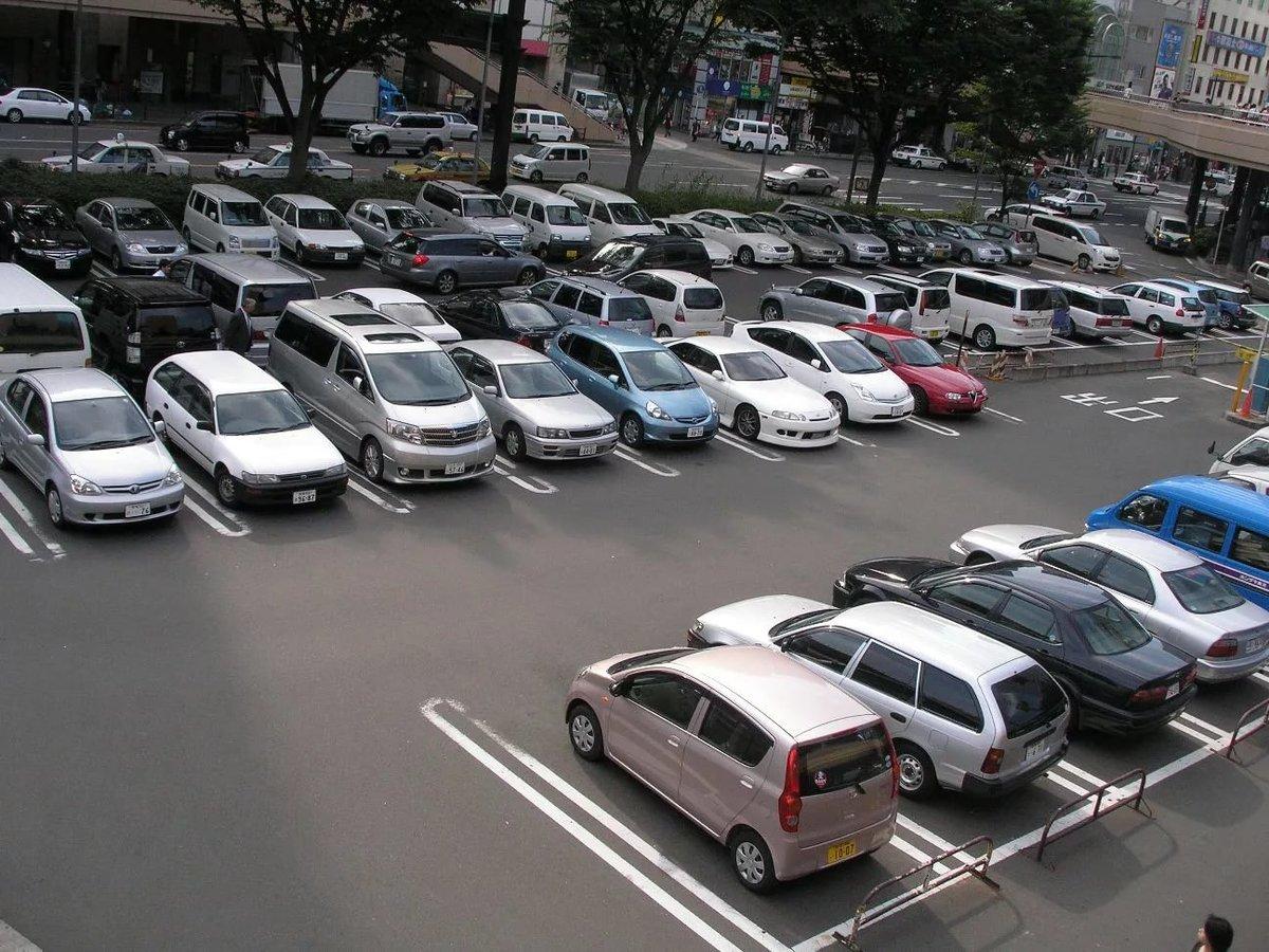 Парковка с машинами картинка