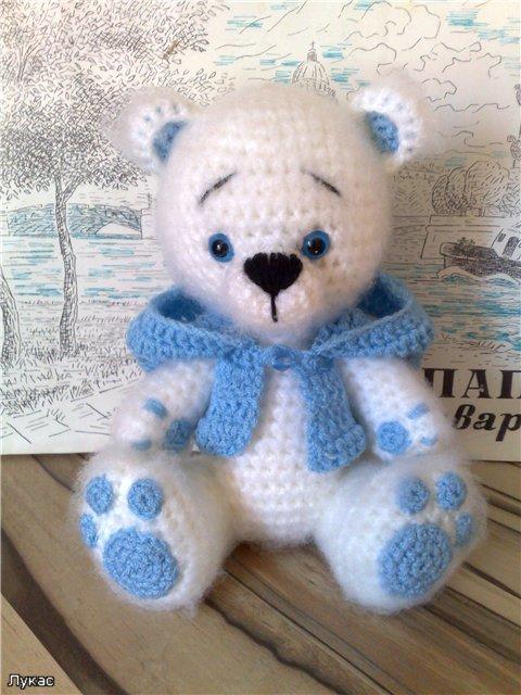 У меня с детства любимая игрушка медвежонок (он уже очень затертый, страшненький.