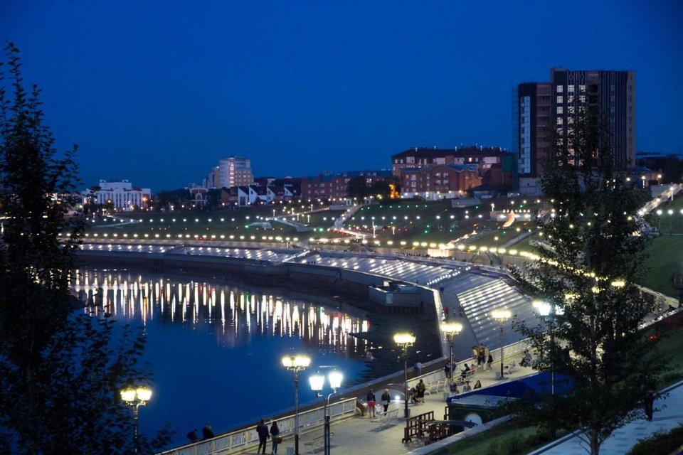 ночная набережная города Тюмень