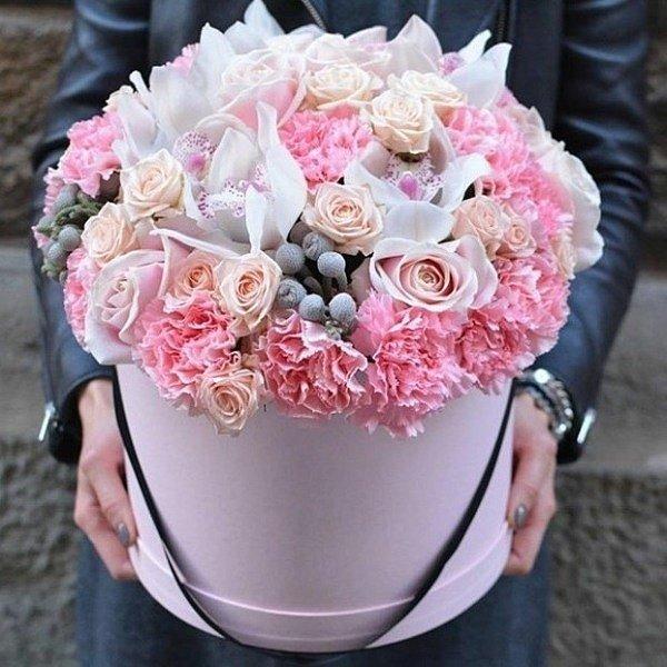 Букеты цветов в коробках фото