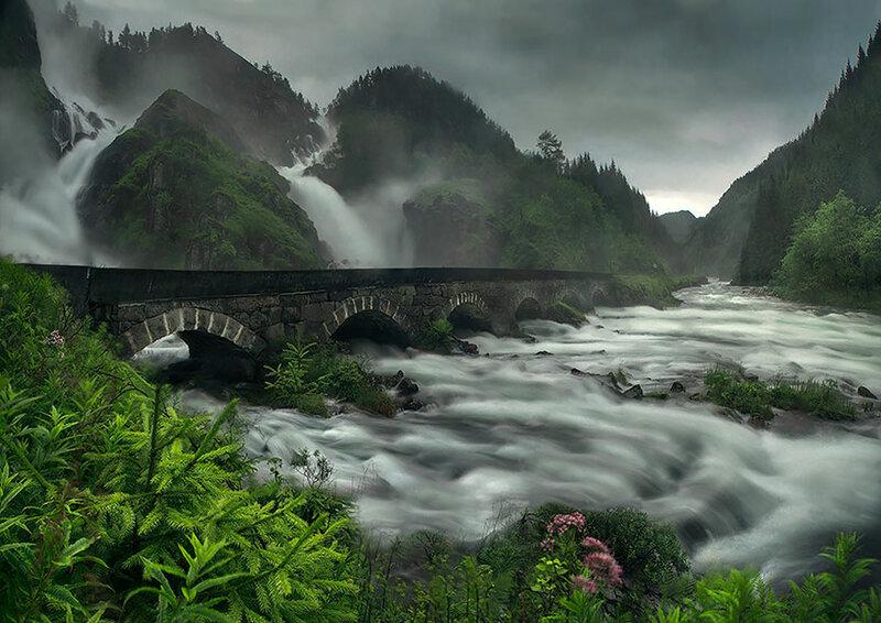 Мост через  водопад Лотефоссен, Норвегия