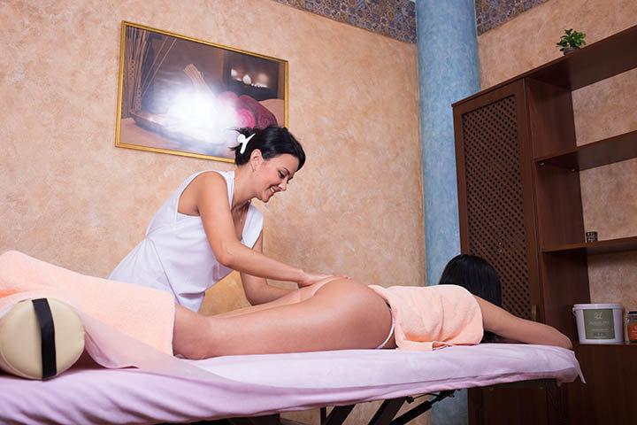 бы, ну, массажистка обслужила видео массажистка делает массаж